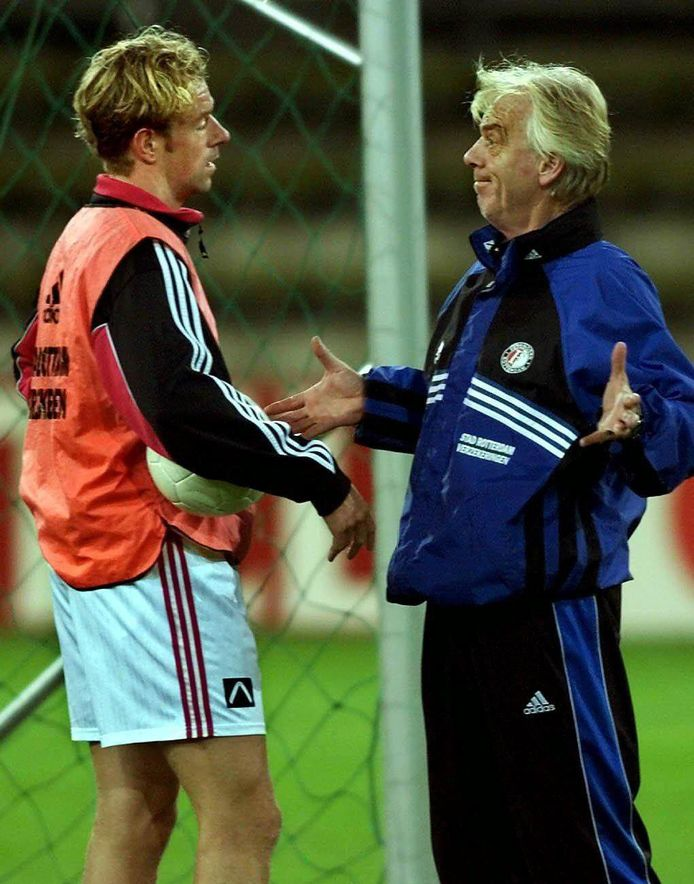 Bert Konterman in 1999 met Feyenoord-coach Leo Beenhakker.