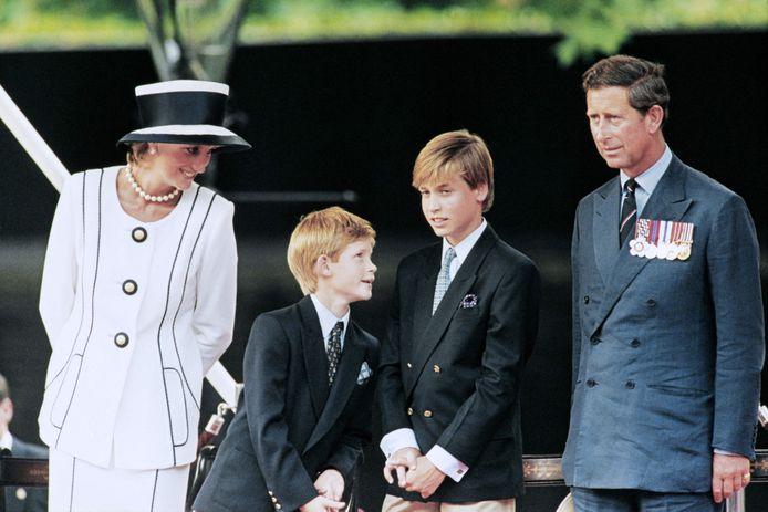 La princesse Diana, le prince Harry, le prince William et le prince Charles.