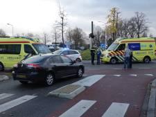 Fietsster zwaargewond na aanrijding op rotonde in Hardenberg