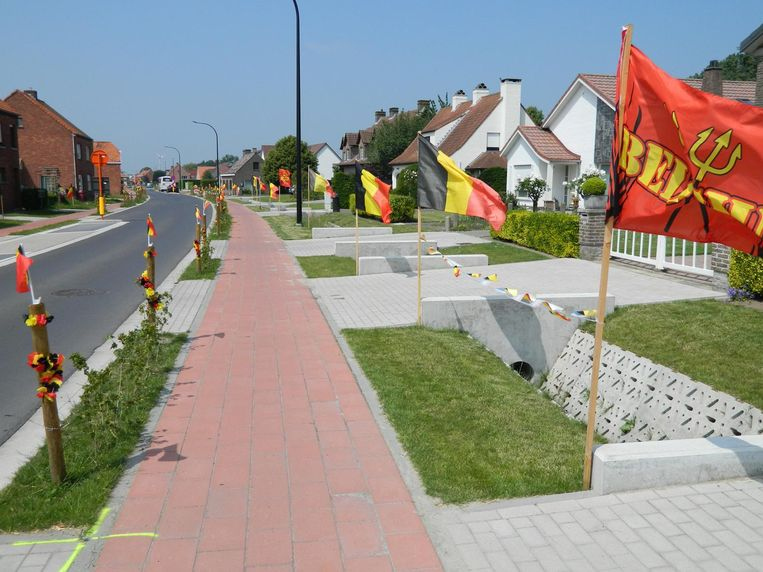 Voor het eerst werd ook de straat versierd.