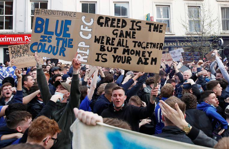 Chelseafans protesteren tegen de Super League. Beeld REUTERS