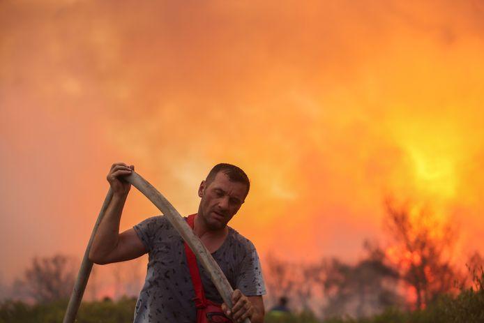 Beelden van de grote brand ten noorden van Athene.