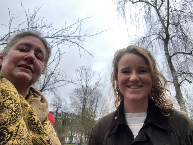 Judith (64) en Madeleine (27): 'We werden het niet eens over de VVD. Klaver als premier daarentegen zien we allebei niet zitten.' Beeld