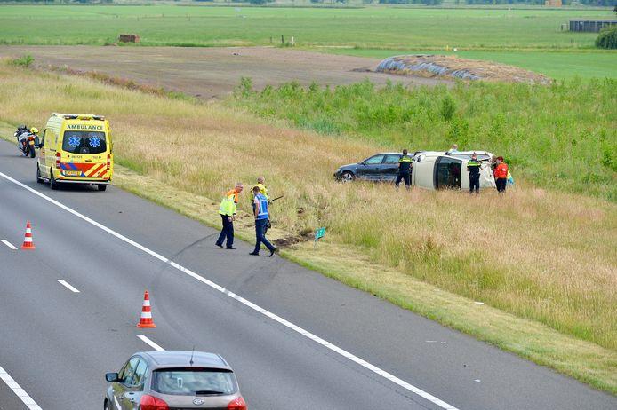 Auto's raken van de weg na ongeval op A50.