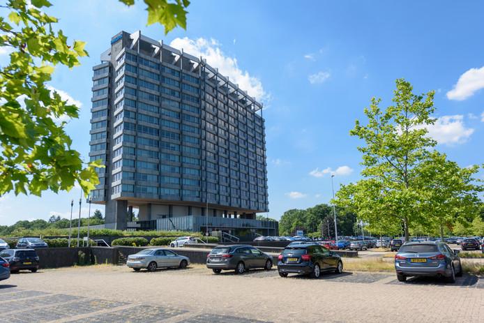 EINDHOVEN - Het hoofdgebouw van Philips Benelux/Nederland aan de Boschdijk (op pootjes, op de grote parkeerplaats) wordt zeer waarschijnlijk verkocht aan CRA Vastgoed.