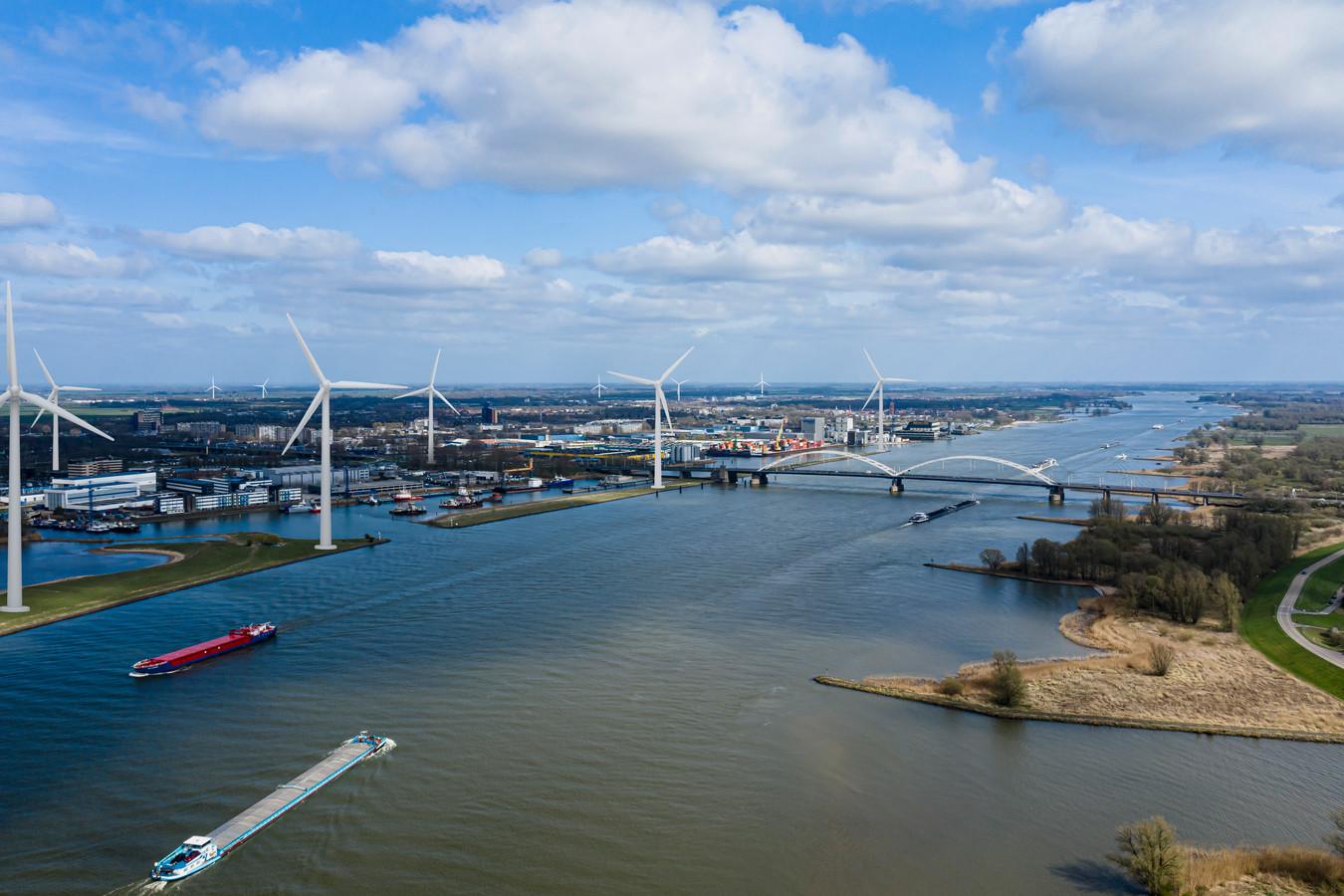 Impressie van hoe de skyline van Gorinchem eruit kan komen te zien met de nieuwe windmolens.