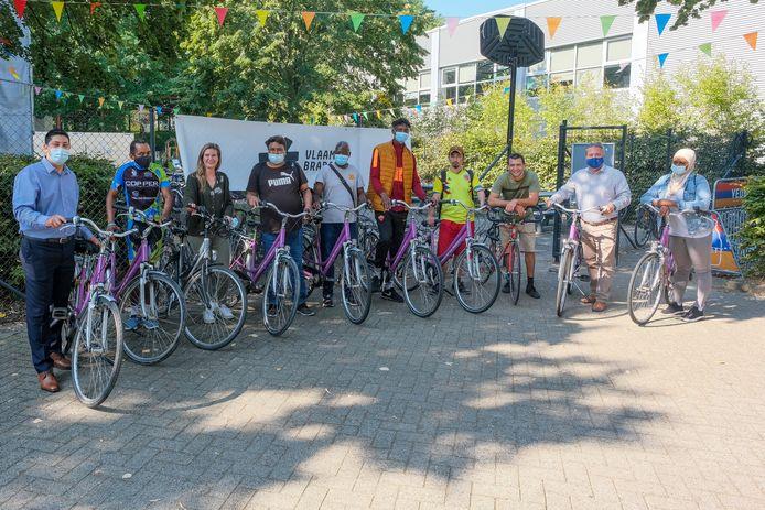 Het project Fietsvrienden moet anderstaligen helpen Nederlands te leren en leren fietsen.