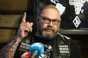 Henk Kuipers, leider van motorclub No Surrender is aangehouden in zijn woning.