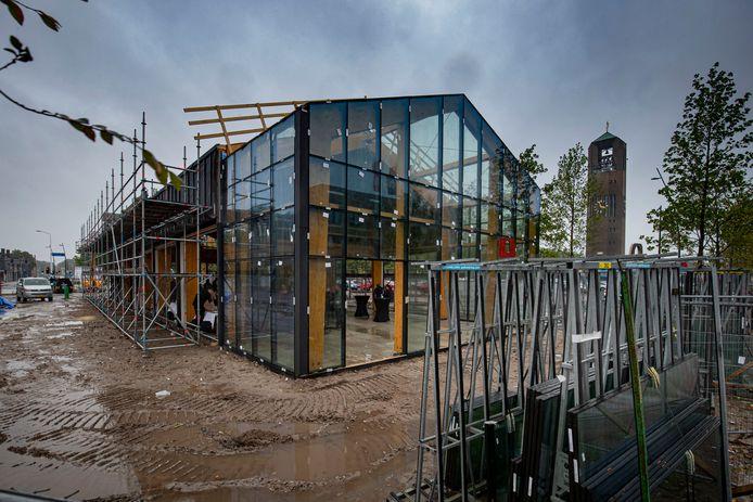 Er begint schot te komen in de bouw van het horecapaviljoen op De Deel in Emmeloord.