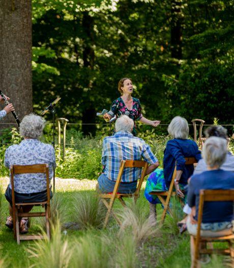 Genieten van muziek in Tuin de Lage Oorsprong
