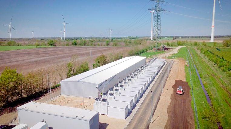 De EnspireME, zoals Eneco en Mitsubishi hun superbatterij in het Duitse Jardelund hebben genoemd, kan meer stroom opslaan dan vijfhonderd grote Tesla's. Beeld Eneco