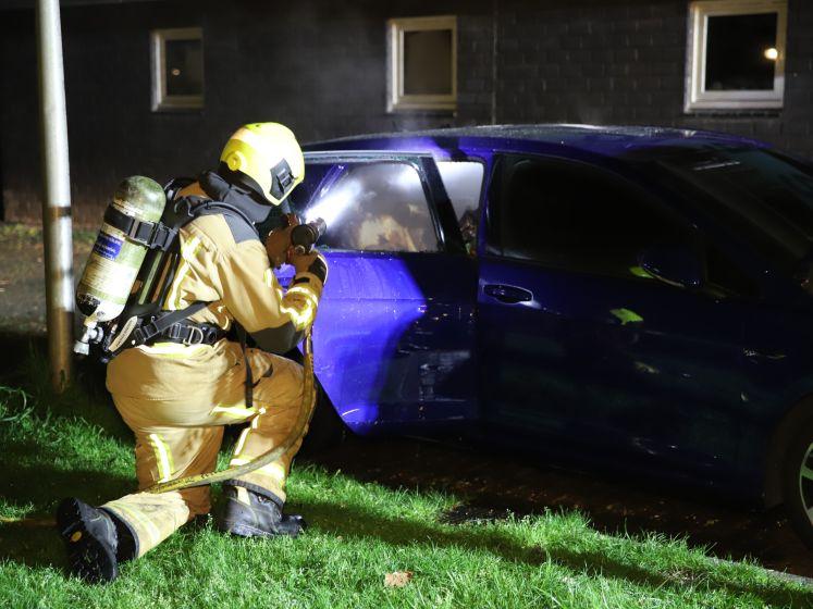 Kortsluiting tijdens autobrand in Delft : alarm blijft afgaan