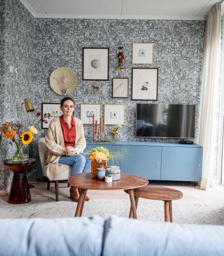 De bank, de kasten en het behang: bij Grace uit Boekelo draait alles om de kleur blauw