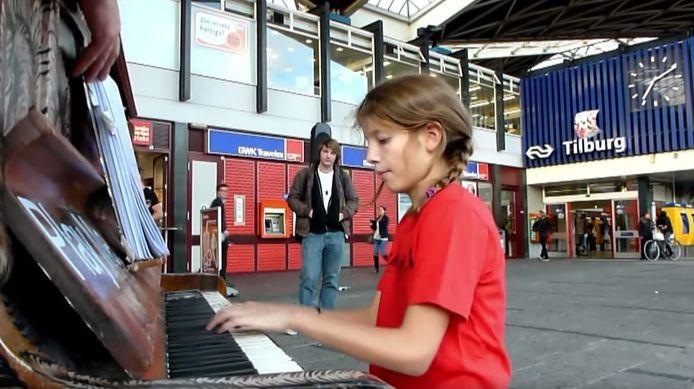 In 2011 stond er al een piano bij het station tijdens Incubate.