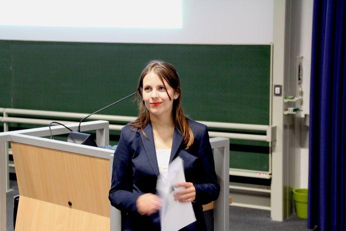 Marieke Hopman tijdens de start van haar wervingscampagne op 12 mei op de campus van Tilburg University. Daarbij waren ongeveer dertig mensen aanwezig.