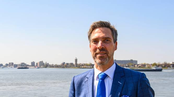 De nieuwe burgemeester van Moerdijk is gek op sushi, motoren en beeldhouwen: 'Dat rebelse, dat zit in mij'