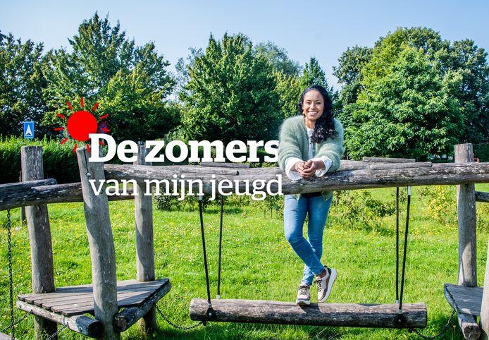 Aagje Vanwalleghem op de speelplaats van haar lagere school in Wevelgem, waar ze ook elke zomer kampjes deed.