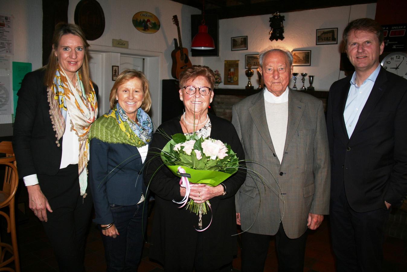 Mim Van Oirschot (82) en Bert Voorbraak (86) hebben hun zestigste huwelijksverjaardag gevierd.