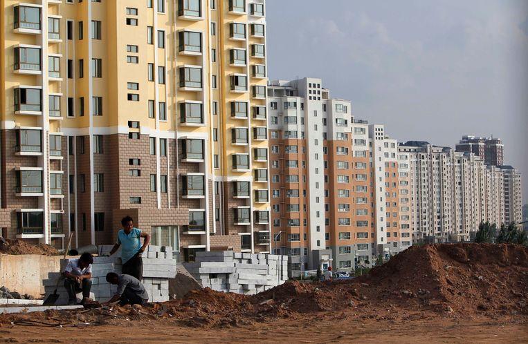 Een van de lege woonwijken in Ordos. Beeld EPA