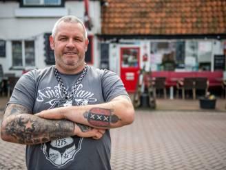 Boetes dreigen, maar deze cafébaas in Zeeuws-Vlaanderen gooit terras open en schenkt gratis drank