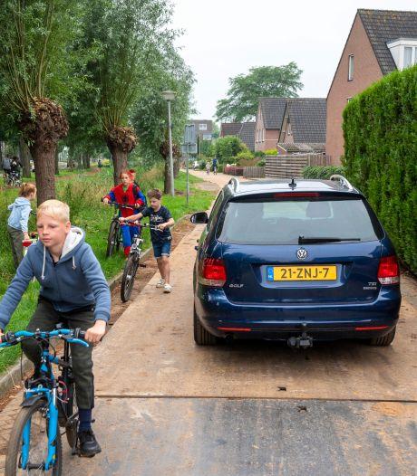 Fietsende scholieren in het nauw op bouwweg in Bemmel. 'Het is wachten op ongelukken'