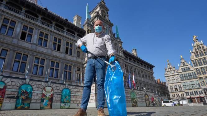 Fons Duchateau (N-VA) gaat uitdaging aan en raapt tien minuten afval op Grote Markt