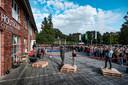 In n Doetinchem is een proces gaande om de drie traditionele middelbare scholen terug te brengen tot twee. Het Houtkamp College is er daar één van.