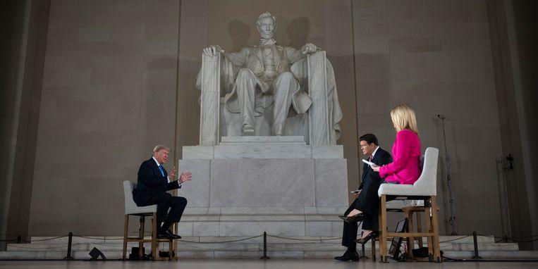 Een gesprek met president Trump in mei van dit jaar op Fox News tegen de achtergrond van het Lincoln Memorial in Washington. Beeld AFP