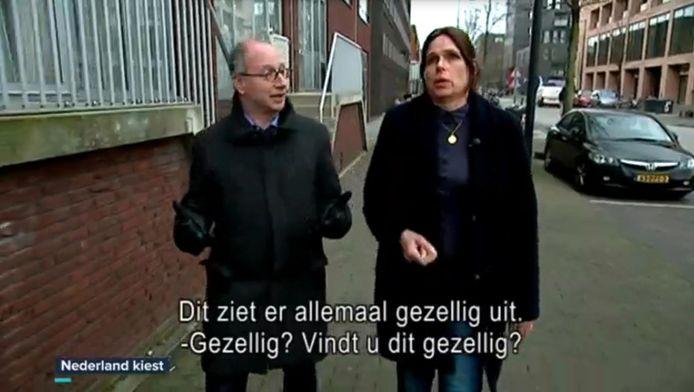 De VRT-verslaggever en Xandra Lammers in de reportage op IJburg.