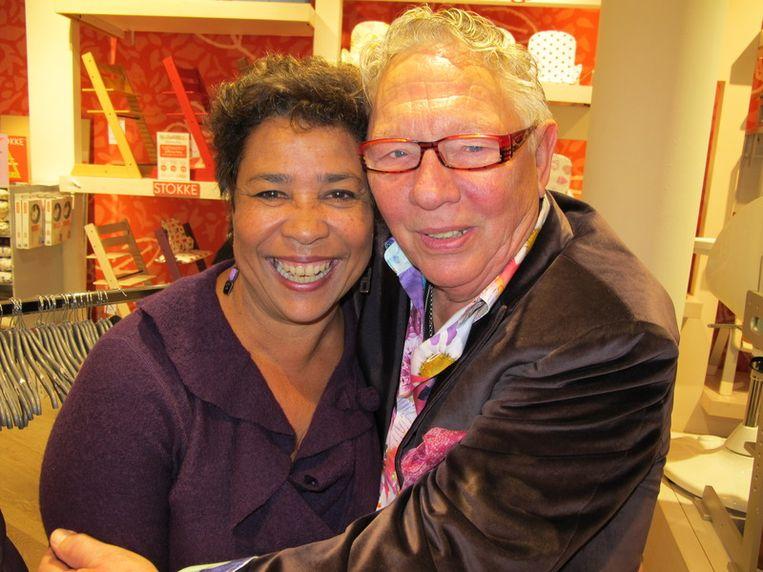 'Eindelijk mogen wij eens samen op de foto!' Oma Noraly Beyer en opa Roelof, de man van Gerda Havertong. Beeld