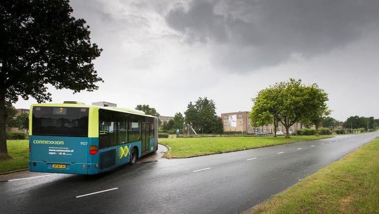 Buslijn 7 draait om waar deze normaal de busbaan richting Kruidenwijk neemt. Connexxion staakte een aantal busdiensten in deze wijk nadat bussen waren bekogeld met stenen. Inmiddels rijden de bussen weer hun normale routes. Beeld anp