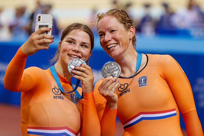 Amber van der Hulst en Kirsten Wild.