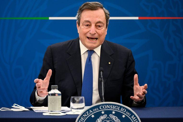 Mario Draghi spreekt op een persconferentie in Rome. Beeld AP