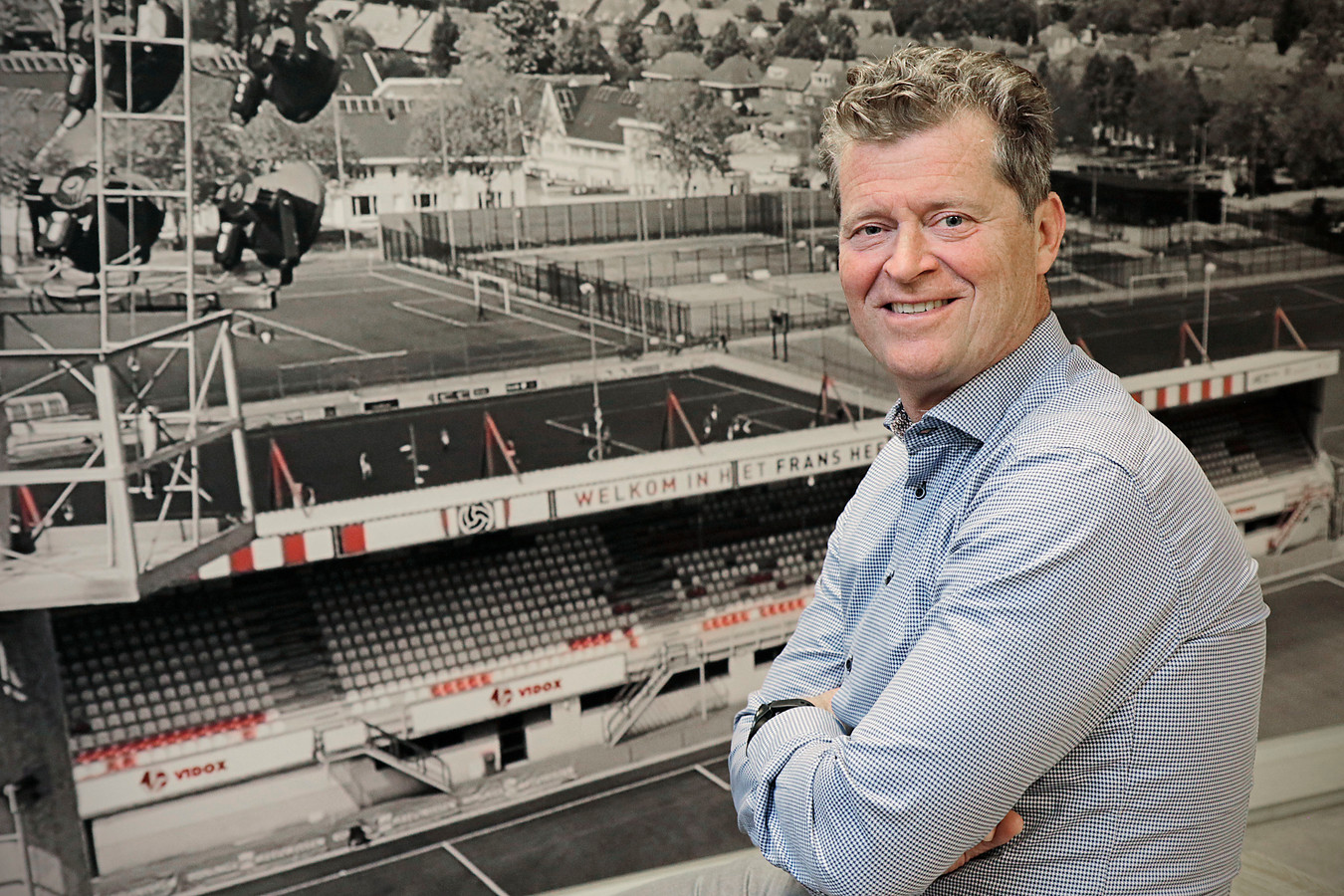 Peter Bijvelds, algemeen en technisch directeur bij TOP Oss, voor een foto van het stadion in Oss.