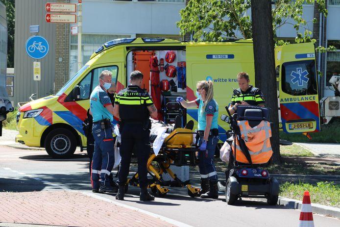 De man is na controle door ambulancepersoneel naar het ziekenhuis gebracht.