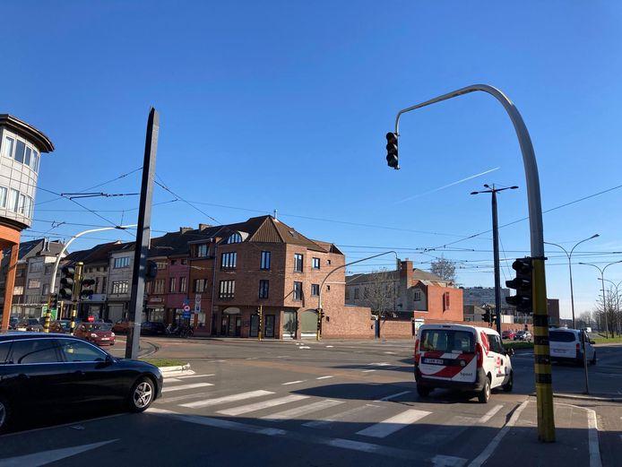 De verkeerslichten aan het kruispunt Sint-Salvatorstraat - stadsring zijn uitgevallen