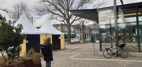 Stembureau bij Station Meppel heeft het net zo druk als anders: 'Maar minder piekmomenten'
