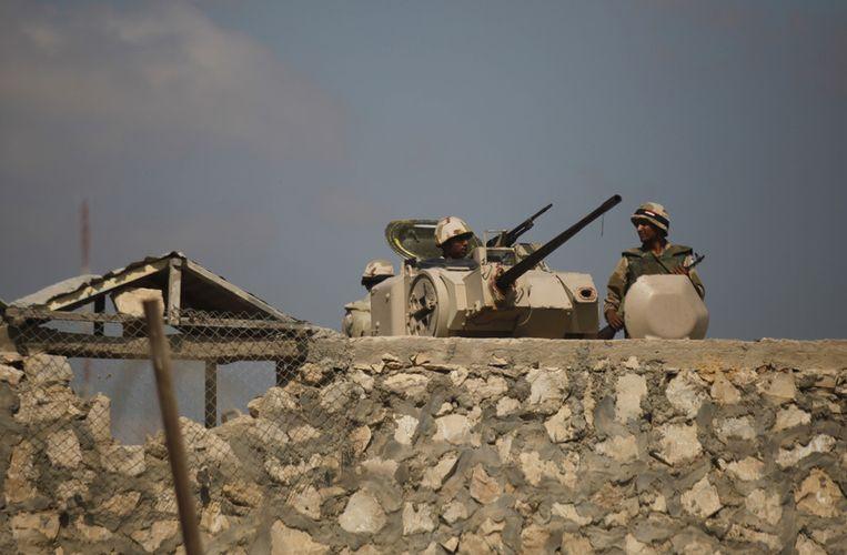 Egyptische soldaten bij Rafah aan de grens met de Gazastrook. Beeld ap