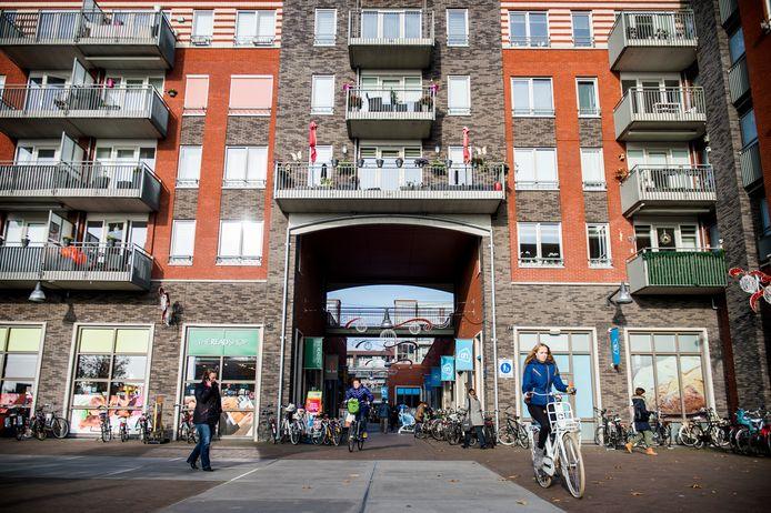 Hoogbouw bij winkelcentrum Castellum. In Houten bestaat grote behoefte aan appartementen, zowel voor jonge starters als ouderen die willen doorstromen naar een gelijkvloerse, kleinere woning.