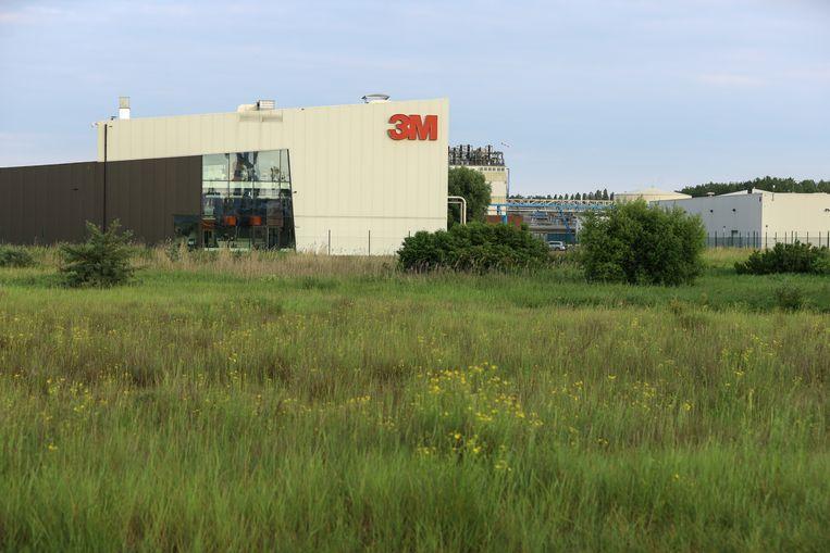De 3M-fabriek in Zwijndrecht is de oorzaak van de vervuilde grond.  Beeld BELGA