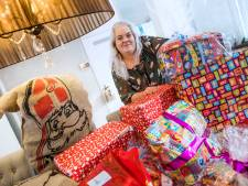 Sinterklaas geeft cadeautjes aan minima in Zoetermeer: 'De kinderen zijn zo blij'