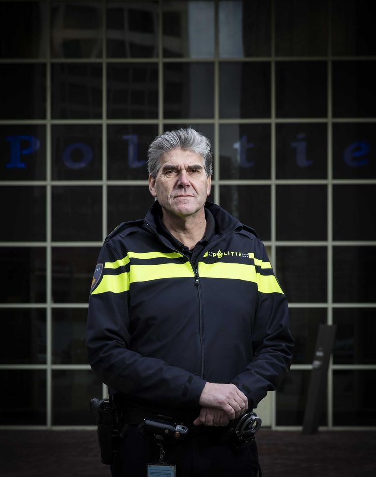 Politiechef Frank Paauw: 'Hij liep met een mes de binnentuin in, terwijl er mensen in hun achtertuin zaten.' Beeld Bart Maat/ANP