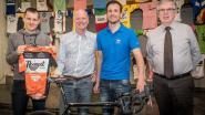 Johnny 'prikkeldraad' Hoogerland schenkt fiets aan WieMu