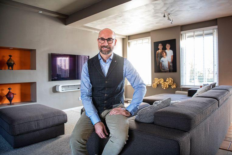 Sumer Chaban thuis in Hoorn. Voor zover bekend is hij de eerste kandidaat op een landelijke lijst wiens wieg in Syrië stond. Beeld Guus Dubbelman / de Volkskrant