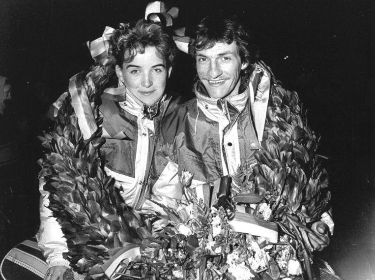 Evert en Janet van Benthem tijdens de huldiging in 1986 in St Jansklooster, hun toenmalige woonplaats. © ANP Beeld