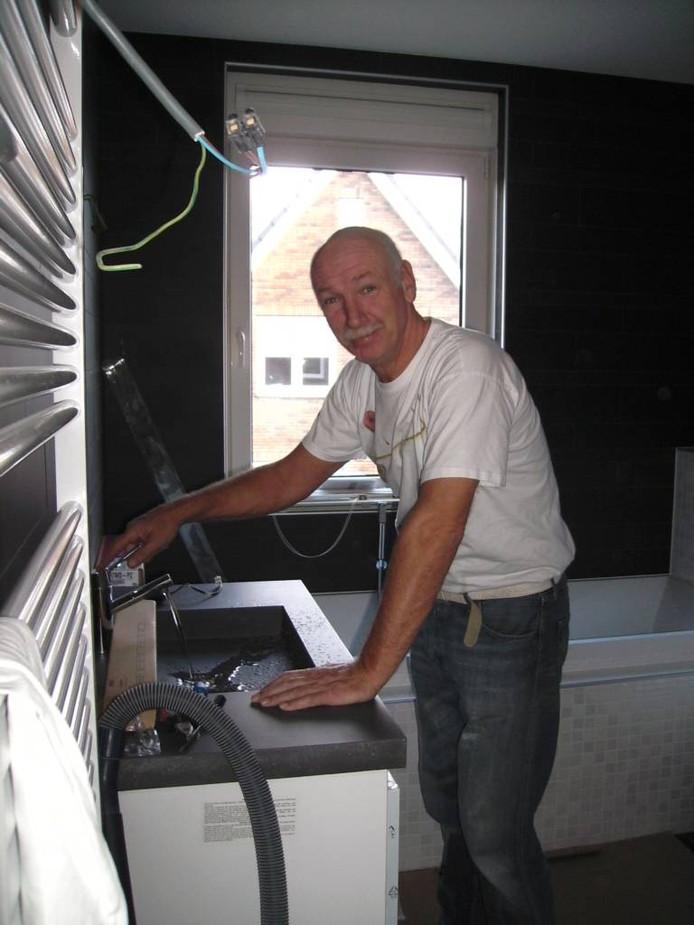 Dick Stuurwold tijdens een klus in 2009.
