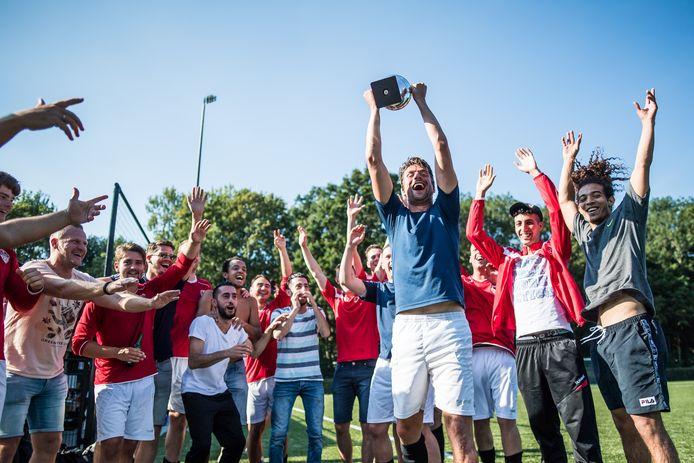 Uitreiking van de Rheden Cup in 2019, toen het toernooi bij SC EDS werd gespeeld.