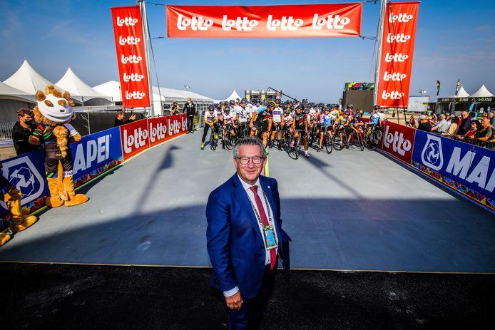 Dirk De fauw aan het startpodium van het WK