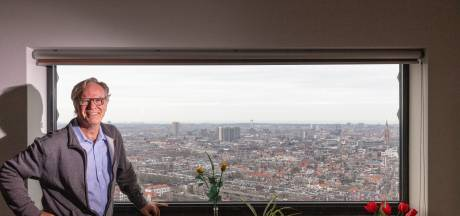 Martin (67) kijkt vanuit zijn woning neer op zijn broer: 'Enige die in de Haagse toren woont, dat ben ik'