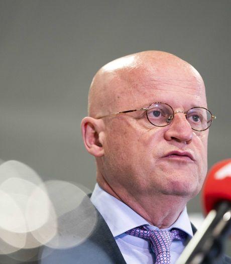 Grapperhaus wil doxing strafbaar stellen: maximaal jaar cel voor intimidatie door delen privégegevens